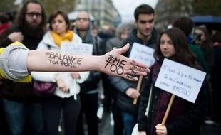 En France comme aux Etats-Unis, le scandale de l'affaire Weinstein génère depuis trois mois un vaste débat sur les violences faites aux femmes.
