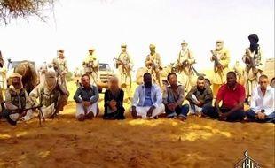 """Le président malien, Amadou Toumani Touré, se dit """"certain"""" qu'Al-Qaïda au Maghreb islamique (Aqmi) a dispersé ses sept otages, dont cinq Français, """"en plusieurs groupes"""", dans un entretien à paraître samedi dans Le Parisien."""
