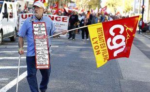 Un retraité lors d'une manifestation à Lyon.