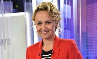 La journaliste Caroline Roux sur le plateau de l'émission C politique.