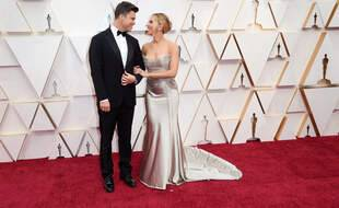L'actrice Scarlett Johansson et le comédien Colin Jost