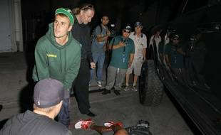 Justin Bieber porte secours au paparazzi qu'il a percuté