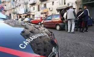 Une quarantaine de mafieux présumés ont été arrêtés mardi lors de deux opérations distinctes en Sicile et dans la région de Naples (sud de l'Italie), a-t-on appris auprès des forces de l'ordre.