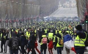 """Manifestation des """"gilets jaunes"""" à Paris, le 15/12/2018. Crédit: Photo by Philippe Blet/REX/Shutterstock."""