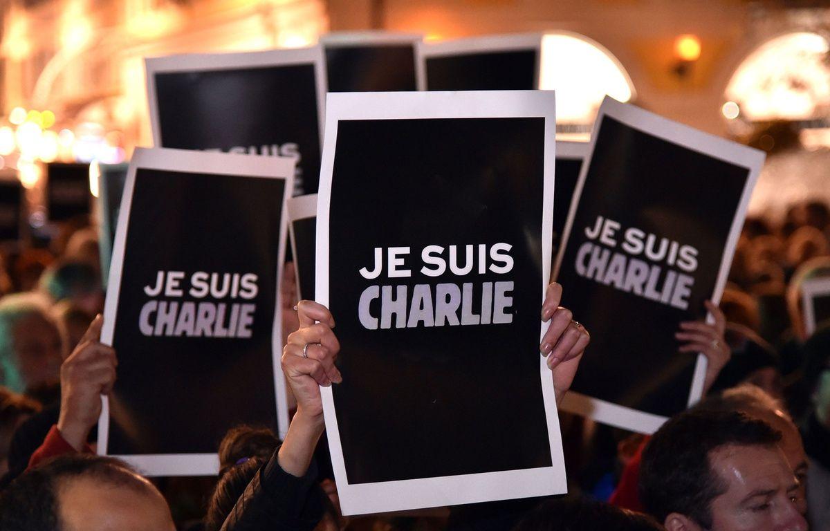 Un rassemblement de soutien au journal satirique «Charlie Hebdo» ce mercredi à Nice. – BEBERT BRUNO/SIPA
