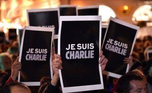 Un rassemblement de soutien au journal satirique «Charlie Hebdo» ce mercredi à Nice.