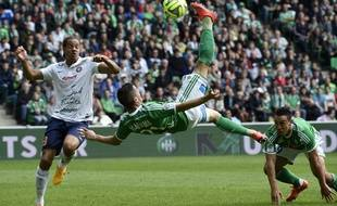 L'ailier stéphanois Romain Hamouma a failli inscrire un but superbe dimanche face à Montpellier sur ce retourné acrobatique.