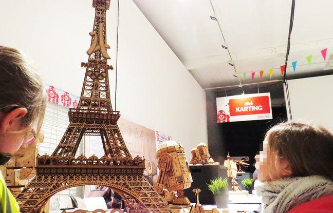 Une tour Eiffel en imprimante 3D.