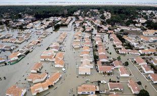 Vue aérienne en date du 3 mars 2010 d'une zone inondée à la Faulte-sur-Mer après le passage de la tempête Xynthia
