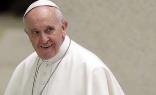Le Pape François dort sur ses deux oreilles malgré