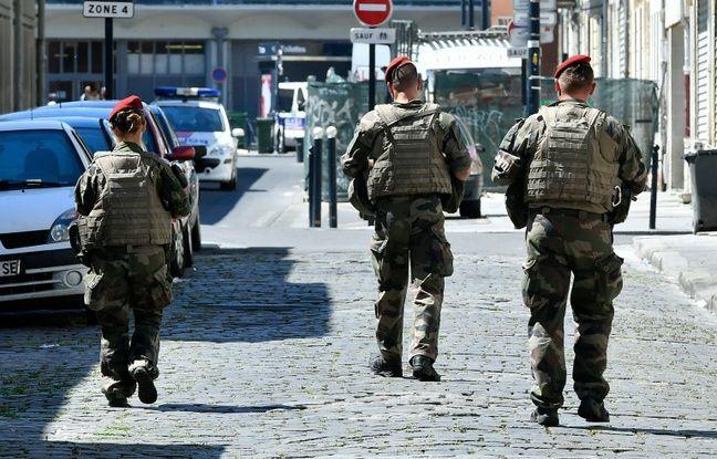Des soldats de l'opération Sentinelle, à Bordeaux le 18 juillet 2016