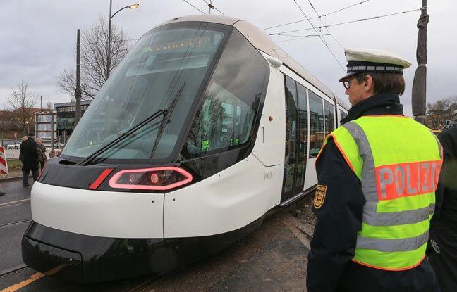 Strasbourg: Un jeune homme de 20 ans décède, renversé par une voiture à Kehl alors qu'il traversait la rue pour prendre le tram