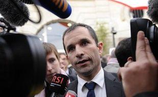 """Le nouveau ministre délégué chargé de l'Economie sociale et solidaire, Benoît Hamon, a estimé mardi que pour faire de la croissance, il fallait s'appuyer """"sur ce qui marche"""" et qu'en France """"l'économie sociale ça marche et ça créé de l'emploi""""."""