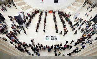 Rassemblement éclair pour protester contre le géant pétrolier britannique BP,  mécène du British Museum, le 13 septembre 2015 à Londres
