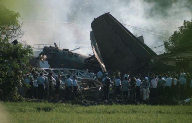 Six personnes ont trouvé la mort dans l'accident d'un Fokker de l'armée indonésienne qui s'est écrasé jeudi sur une zone résidentielle de l'est de Jakarta, selon un premier bilan rendu public par un porte-parole de l'armée de l'air.