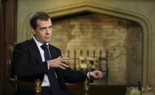 Le président russe Dmitri Medvedev devait rencontrer mardi au Kremlin son homologue du Kirghizstan, Kourmanbek Bakiev, au moment où la presse russe évoquait la volonté de Moscou d'obtenir la fermeture d'une base militaire américaine stratégique dans ce pays d'Asie centrale.