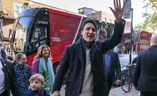 Le premier ministre canadien Justin Trudeau arrive à son bureau de vote de Montréal le 21 octobre 2019.