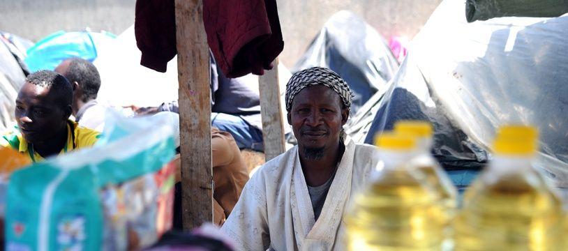 Des migrants originaires du Niger dans la ville de Boufarik, près d'Alger, le 14 mai 2014.