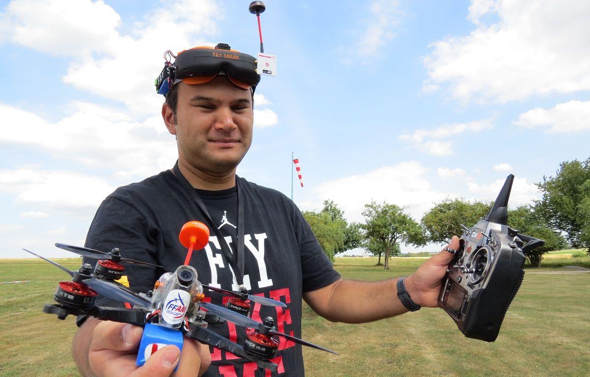 Julien Leteve, pilote francilien de drone, à l'entrainement mercredi 31 août au club d'aéromodélisme de Saint-Mard (77). – F. Pouliquen / 20 Minutes