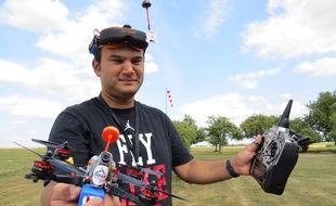 Julien Leteve, pilote francilien de drone, à l'entrainement mercredi 31 août au club d'aéromodélisme de Saint-Mard (77).