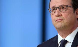 François Hollande sur le plateau de l'émission «Le Supplément», sur Canal , le 19 avrilo 2015.