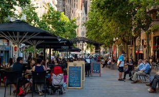 Les Français résisteront-ils à l'appel des terrasses espagnoles et portugaises, comme ici à Barcelone?