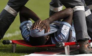 Paul-Georges Ntep sur une civière, après sa blessure contractée à Monaco, le 4 octobre 2015.