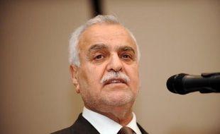 Le procès du vice-président irakien Tarek al-Hachémi, jugé par contumace à Bagdad pour avoir commandité des assassinats, a été ajourné dimanche, le temps pour la cour d'appel fédérale de se pencher sur une question de procédure.