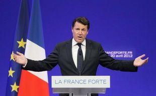 """Le député-maire UMP de Nice Christian Estrosi a invité mercredi les centristes et les radicaux à ne pas """"jouer double jeu"""" pour les législatives, estimant """"normal"""" que l'UMP présente un candidat contre François Bayrou dans les Pyrénées-atlantiques."""