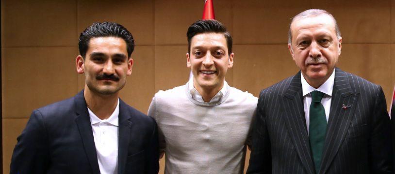 Ozil et Gundogan avaient (encore) le sourire à ce moment-là.