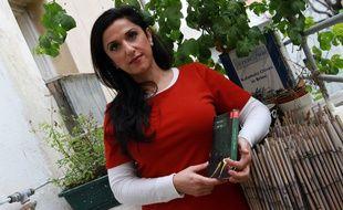 Dorit Rabinyan pose avec son nouvel ouvrage