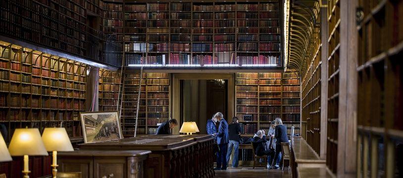 Le décor de l'émission de Public Sénat, Bibliothèque Médicis, à faire baver d'envie les amateurs de livres du monde entier
