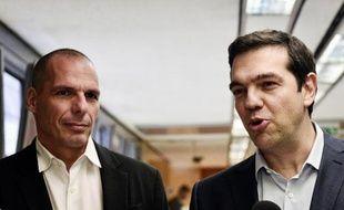 Le premier ministre grec Alexis Tsipras (d) et son ministre des Finances Yianis Varoufakis, le 27 mai 2015 à Athènes