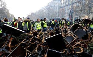 """Des casseurs ont saccagé l'avenue des Champs-Elysées pendant la manifestation des """"gilets jaunes"""""""