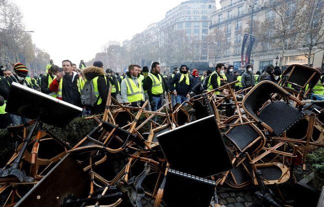 Des casseurs ont saccagé l'avenue des Champs-Elysées pendant la manifestation des
