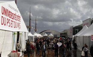 """L'Université d'été du PS, qui s'ouvre vendredi à La Rochelle, sera placée sous le signe du """"bonheur"""" de se retrouver, mais aussi du """"sérieux"""" au vu de la """"gravité de la situation"""", a affirmé lundi David Assouline, porte-parole du parti, en présentant l'édition 2012."""
