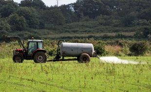 Le maire de la petite commune de Charente a pris un arrêté interdisant les pulvérisations de pesticides à moins de 50 mètres des habitations.