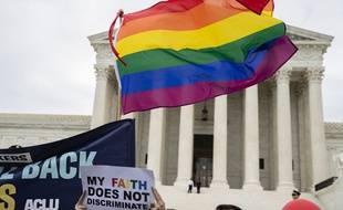 Des personnes LGBT manifestent devant la Cour suprême à Washington (Etats-Unis), en octobre 2019.