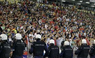 La police serbe à Belgrade lors du match entre la Serbie et l'Albanie le 14 octobre 2014.
