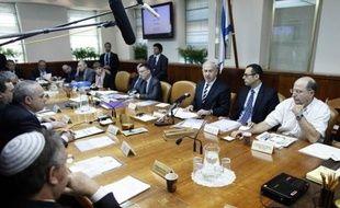 """Le gouvernement israélien a annoncé dimanche le blocage provisoire du transfert des taxes qu'il collecte au profit de l'Autorité palestinienne, en riposte à l'octroi du statut d'Etat observateur à l'ONU à la Palestine, ce que les Palestiniens ont dénoncé comme """"illégal""""."""