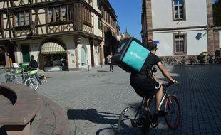 Les coursiers à vélo passent une grande partie de leur temps à l'extérieur. Illustration