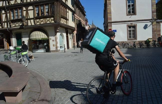 Les coursiers à vélo passent leur temps à l'extérieur.