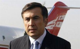 L'état d'urgence à peine levé en Géorgie, le président Mikheïl Saakachvili a annoncé vendredi la démission surprise du Premier ministre Zourab Nogaïdeli et le départ de l'ensemble de son gouvernement, à moins de deux mois de la présidentielle anticipée du 5 janvier.
