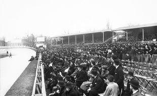 Le Parc des princes en 1913, lors du match France -Galles du Tournoi des 5 nations.