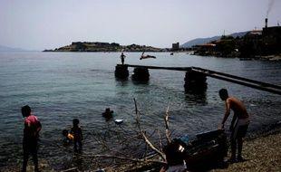 Des migrants sur l'île grecque de Lesbos, le 19 juin 2016