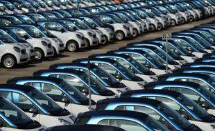 Alignement de véhicules neufs le 9 septembre 2015 à l'usine Smart à Hambach