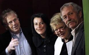 """Eva Joly, la candidate écologiste à l'Elysée, entourée de Daniel Cohn-Bendit, Cécile Duflot et José Bové, a tenté lundi de """"redonner du souffle"""" à une campagne qui patine, avec des sondages toujours sans aucun relief à douze semaines du premier tour"""