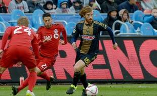 Philadelphia Union's Fernando Aristeguieta (18) works the ball around Toronto FC's Jonathan Osorio (21) and Damien Perquis (24) during first-half MLS soccer game action Saturday, Oct. 3, 2015, in Toronto. (Jon Blacker/The Canadian Press via AP) MANDATORY CREDIT/JCB102/949640524236/MANDATORY CREDIT/1510040104
