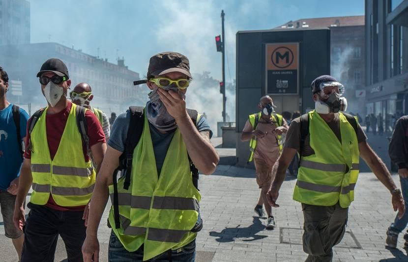 «Gilets jaunes»: Des CRS ont-ils «gazé gratuitement» une terrasse de café à Toulouse?