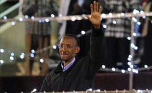 Paul Kagame célébrant sa presque victoire aux présidentielles, le 10 aout 2010, au stade Amahoro
